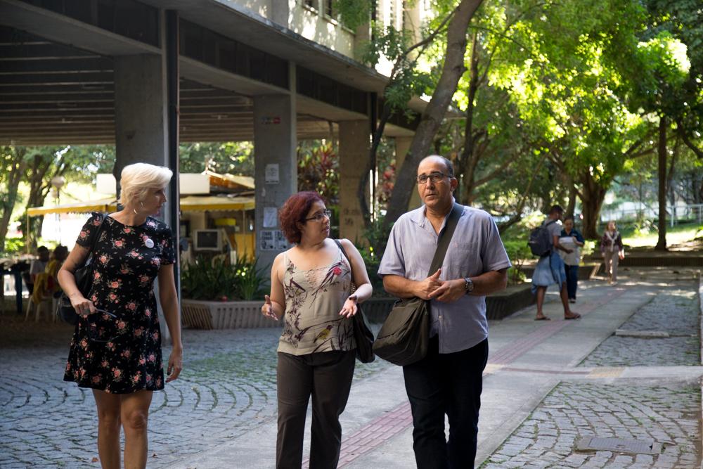 Maria Luisa Süssekind, Andréa Gouveia e Paulo Carrano conversam em campi da UFF